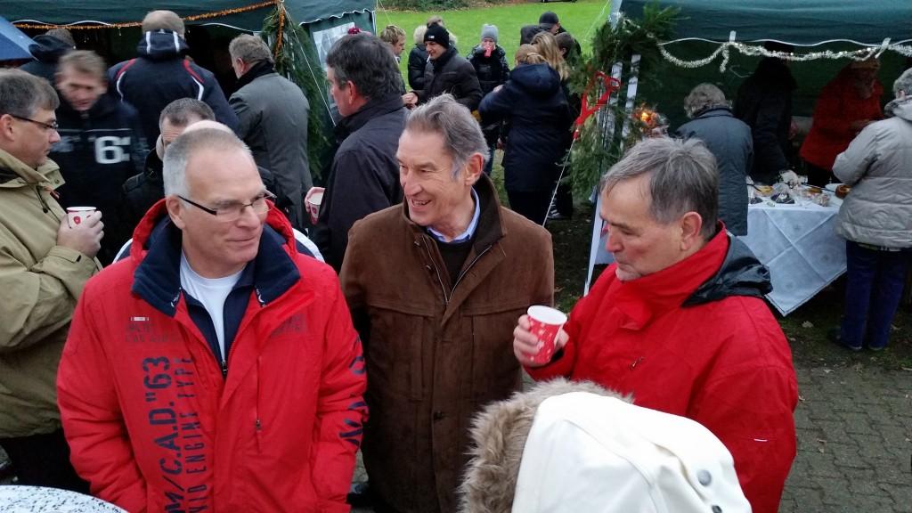 Auch der stellv. Bürgermeister Rolf Möller besuchte den Weihnachtsmarkt